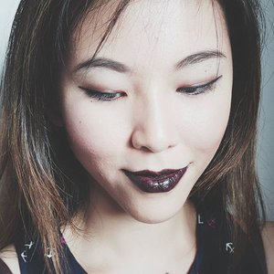 Testing out #maccosmetics lipstick in Dark Knight (cremesheen black) today! It was released as part of their US-only Dark Desires collection last year. Review (very very delayed sorZ) will be up this week! . . . #beauty #makeup #sgbeauty #sgmakeup #instabeauty #instamakeup #beautygram #beautyblogger #makeupmess #bblogger #beautybloggers #igmakeup #trendmood #allthingsmakeup #sgig #sgigmakeup #clozette #igbeauty #makeupjunkie #maccosmeticssg #muotd #sephorasg #lipstick #flatlay