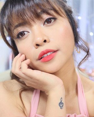 Wearing the most comfortable, pigmented, long-lasting yet non-drying velvet lip tint! 💕 Full review of Black Rouge Airfit Velvet Tint on my Youtube Channel! Link on bio 👆🏻 It's available locally and you can get it with FREE Shipping and Makeup Mirror!  Full details sa description box ng aking video 😘  #blackrougeairfitvelvet #blackrouge #charisceleb #hicharis #shesingsbeauty #clozette
