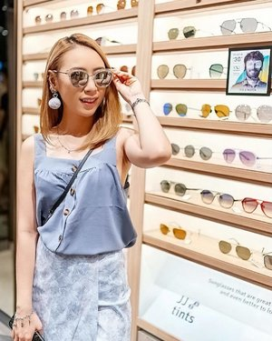 Pop the Champagne with @lenskart_singapore which just launched in Singapore.  More about them please visit their website where you can try it their frames and shades without physically on the store. How cool is that? 😎 . . . #ladies_journal #shade #spectacles #sunglasses #lenskart #fashion #ootd #clozette #clozetteid