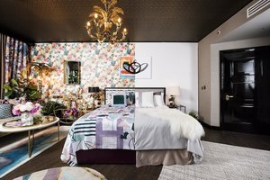 Can't decide if you want a maximalist or minimalist room for your vacation? At The Curtain Hotel in London, you can have the best of both worlds with their unique So Extra So Chic suite — a room that features both interior design styles. You can book it exclusively at Hotels.Com until 29 October 2019. Tap the link in our bio to discover more interesting hotels! #Clozette