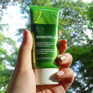 Mix this with your favorite bb/cc cream to achieve that matte poreless skin. PLUS! This is actually very light on skin when you apply as compared to other bb creams I've tried that claims to blur out fine lines and pores 😉  #thebodyshop #wonderblur #makeup #beauty #beautygram #instabeauty #matteskin #poreless #healthyskin #beautylover #beautyjunkie #makeupjunkie #clozette #musthave #summeressentials #bebeautiful #beautysecrets #skin #instaskin #summermakeup #summer #makeupessentials #perfectforsummer