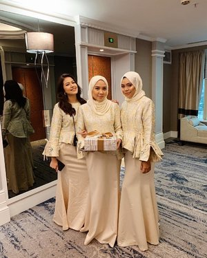 🇲🇨🇲🇾🇸🇬 International bridesmaids represent! Also team monash 😂 I love how weddings bring people together and it's even more fun when you can click easily ❤️ . . . #styleoftheday #fashionbloggers #ootdwomen #ootd #ootdmagazine #ootdmalaysia #ootdhijab #fashionblogger #fashiondiaries #fashionaddict #stylediaries #whatiwore #hidayahwears #fashionkilla #fashionistas #ootdfashion #fashiongram #modestymovement #modestroute #explorepage #hijabfashion #hijabistgirls #hijabista #modestfashion #clozette