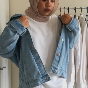 NEW ON YOUTUBE! Link in my bio to watch how i style my denim jacket in 3 looks 😀 What should I film next? 🙌🏼 . . . #styleoftheday #fashionbloggers #ootdwomen #ootd #ootdmagazine #ootdmalaysia #ootdhijab #fashionblogger #fashiondiaries #fashionaddict #stylediaries #whatiwore #hidayahwears #fashionkilla #fashionistas #ootdfashion #fashiongram #modestymovement #modestroute #clozette #hijabfashion #hijabistgirls #hijabista #modestfashion #lookbook #malaysiayoutuber