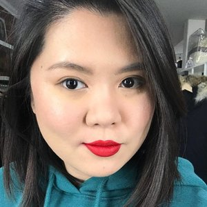 Sometimes, a red lip is all you need to lighten up the mood 💋 Loving this new @fentybeauty lip paint. I'm usually skeptical about hyped up products since many has been so disappointing, but this one does live up to its expectation!The consistency is more watery than other liquid lipstick, but it doesn't get tacky. It dries pretty fast, so you'd have to work quickly. I don't love the applicator but it works okay.Have you tried it? What do you think about it?•••#kireimakeup #fentybeauty #asianmakeup #redlips #bbloggersca #bbloggers #clozette #clozetteid #indonesianbeautyblogger #canadianblogger #hamontmua #torontomua #makeupartistcanada #torontomakeupartist