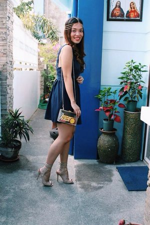 Here is another LBD - Little Blue Dress. Styled with nude strapy heels, head accessory and an acrylic clutch. #ootd #lbd #clozette #dress #blue #patriciaandrada
