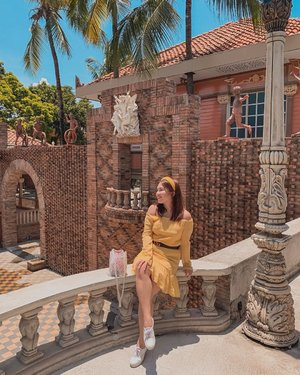 Waiting for Prince Charming... No, just waiting for my Mom to finish taking my photo under the scorching sun. ☀️💛✨ - Headband: @islathingsph  Bag: @beadingheartsph  #clozette #PatrishWears