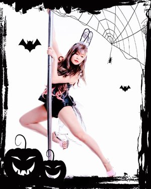 Trick or treat? Happy Halloween!⁣ ⁣ I do pole, aerial and crossfit to keep fit. What about you? ⁣ ⁣ 📸Singapore Photographer @wilsonisalmostsexy ⁣ ⁣