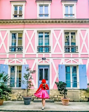 Checking in to this pretty pink house in Paris.⁣ ⁣ I am thinking of starting a blog, if I start one, would you read it? Do people still read blogs these days? What topics would you like to read? Most Instagramable places and spots? Travel itineraries? Hotel and accommodations reviews?, Style and beauty tips? Tell me please⁣ .⁣ .⁣ .⁣ .⁣ .⁣ .⁣ #citizenfemme #travelgirlsgo #travelinladies #travelbloggers #sheisnotlost #backpackerstory #speechlessplaces #sidewalkerdaily #damestravel #buscablogs #travelcommunity #iamtb #thewanderingtourist #thetravelwomen #travelrepost #iammissadventure #dametraveler #darlingescapes #gltlove #girlsdreamtravel #girlaroundworld #traveldreamseekers #ladiesgoneglobal #traveltagged #iamatraveller #prettylittleiiispo #parisfrance #clozette #capssion #巴黎