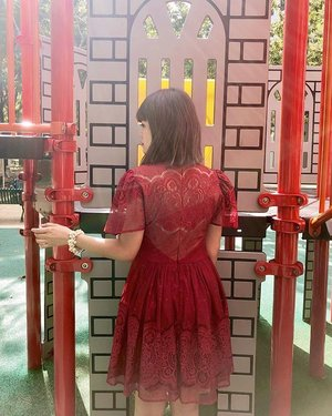 """🏮Lunar Pig Year Day One 💮 猪年初一🏮 ;  Why are we not celebrating in cheongsam like how Muslims wear baju kurung during Hari Raya and how Indians wear sari during Diwali? """"Is it because I'm Chinese?"""" 🤭🤐😶 . . . #cny #doublewoot #doublewootootd #clozette"""