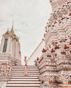 I promise this is my last pic of #WatArun 😂  Can't wait for my favourite month of the year already, and it's also less than 1 month to my next long haul trip! ✈️ . #EstherwandersxThailand #travelbangkok #bangkoktravel