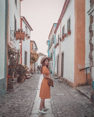 Quaint lil town of yellow and blue 💛💙 We wandered the cobblestone streets, tried cherry liqueur + chocolate, climbed the castle walls and watched the sunset. Glad to have made it here even if it was for a short while. . #EstherwandersxPortugal #obidos #portugal