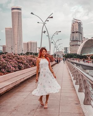 Just got back from Iceland and I'm like, what day is it? 9999 pics on backlog and 9999hrs of sleep debt owing. 👗@faythlabel #EstherwandersxSingapore  #Bougainvillea