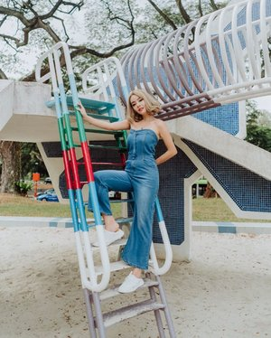 ⚠️GIVEAWAY ⚠️ Denim is a love that never fadesss 👖💙 jumpsuit by @shopjenith . They're giving away x3 $40 voucher to 3 of my followers! All you'll need to do is :  1. Like this post 2. Follow @shopjenith & @leannelow 3. Leave a comment & tag 3 friends! ( multiple entries allowed)  Giving ends on 12 sept 2359! Winners will be chosen by @shopjenith ! 🎉 . . . #clozette #ootd #sgootd #shopjenith #fashiongram #giveaway #sgcontest #sggiveaway #sgblogshop #portraitphotography #moodyports #dametraveller #sheisnotlost #destinations_wow #darlingescapes #lookbook #wiwt #whatiworetoday