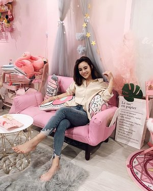 """Indeed the most instagrammable nail parlor in #singapore! @flamingoplayground 🌈 quote """"leanne10"""" for 10% off services! . . . #clozette #nailsofinstagram #sgootd #ootd #nailsnailsnails #wiwt #ootdfashion #whowhatwear #lookbook #singaporenails #nailsofinstagram #fashiongram"""