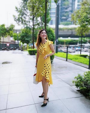 Hey Friday! You got me feeling like Sunshine 💥 . Wearing polka dot ruffle dress from @voirmalaysia . #ootd #instastyle #voirmalaysia #voirgalleryootd #vgstylechallenge #clozette #wiw #kellyootd