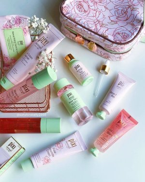 Hey Rossie!!! 💕 . Falling in love with all things pink again 😍😍😍 @pixibeauty rose-infused skintreats and bon voyage lovelies ✨✨✨ . 💕 Makeup melting cleansing cloths 💕 Rose cream cleanser 💕 Rose tonic 💕 Rose caviar essence 💕 Rose flash balm 💕 Rose ceramide cream 💕 Rose oil blend 💕 Makeup fixing mist 💕 Rose glow mist . . #pixibeauty #kellybeauty #bonvoyage #bblogger #beautyjunkie #flatlay #clozette #skintreats