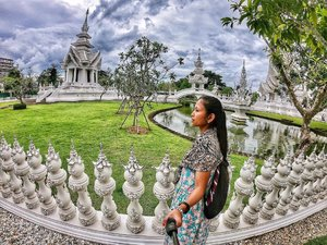 Guys!📍What is your favorite City? 👇🏼👇🏼#travelinmymind #exploretheworld . Went for a long drive from Chiangmai to Chiangrai (long like 3-4hours😩) juz to see the White Temple. One of the most Instagramable structure in Thailand (duh!🙄) this is just one of the many photos I took from there and now I juz cant stop remembering the majestic view. . Also Know as Wat Rong Khun, a privately-owned art exhibit in the style of a Buddhist Temple. Owned by Chalermchai Kositpipat who designed, constructed and opened it to visitors in 1997. . 📌New Blog-Vlog is up guys! Link on my Bio. #janefashiontravels 📌Watch my chiangmai instagram Highlights👆🏻👆🏻👆🏻 . . #travel #travelcommunity #visitthailand #thailand2018 #chiangraithailand #chiangmailife #chiangmaitrip #chiangmaitravel #chiangmai2018 #travelgirl #whitetemple #goprohero6 #gopro6 #goprogirl #yallagopro2018 #asiatravel #beautifuldestination #whenwithfilipinos #travelph #mylifesatravelmovie #airasiafilipino #emiratescrew #clozette #dubaibloggers #filipinoblogger #travelblogger #tourism