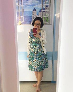 Full length mirror for #ootd with a mini Santorini view on top ! #27thMay17 #chewyjasootd #santorini #santoriniwallpaper #housewarming #clozette