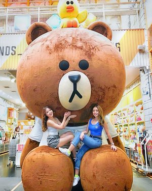 Thank God for giving us each other to lean on 💛 🐻 #bbs #gf #linefriends #clozette
