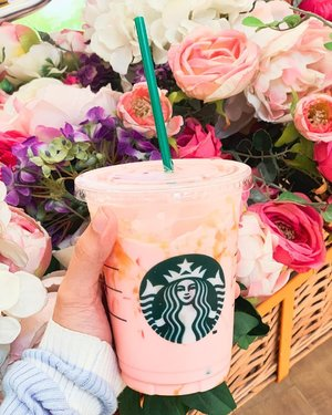 "Got a ton of dms asking me what this pink drink is called from my stories. And it's exactly that, ""Pink Drink""! 💖 Just tell your barista and they'll know how to make it from @starbucksph's secret menu ✨ Summer just got sweeter! 💕 #Starbucks #PinkDrink"
