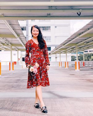 How many of u are ready for fall 🍂⠀ .⠀ There's no seasons in Singapore 🇸🇬 besides hot Summer 🥵⠀ .⠀ But yeah I'm fall-ready nonetheless 😆⠀ .⠀ .⠀ .⠀ .⠀ .⠀ #Aldoraty #clozette #streetstyle_singapore #weekendloves #igsg #sginfluencer #livewithstyle #sgbeauty #ootdcampaign #fashiongoals #vscofashion #sgstyle #ootdsingapore #lookbook #ootdmagazine #classyandfashionable #fashionblogger #fashiongram ⠀
