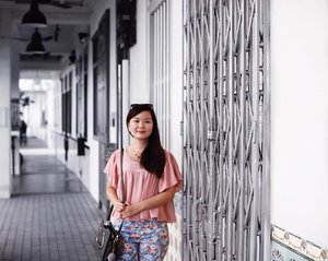 Taking a walk down memory lane last Sunday... my late grandpa used to bring me to such shophouses when I was little. Am impressed that they have yet to lose their rustic charm after so long 🙂 . . . #Clozette #Aldoraty #ShopTOBI