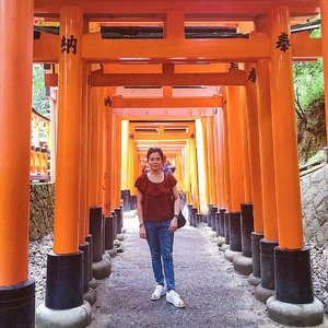 Can someone bring me back to Japan 🇯🇵 again? 😉 I miss their food especially. Anyway here's a #throwback photo taken at Fushimi Inari Taisha. 💕 . #fushimiinari #fushimiinaritaisha #throwback #janiceyinjapan #janiceytravels #japan #wanderlust