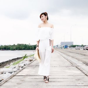 • when you're growing up, you play dress-up. - it's a game, it's a pass-time. and then as you get older, getting ready and looking nice becomes this constant stress. -Lauren Conrad |  another way to wear this white off-shoulder jumpsuit that day •