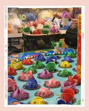 So nostalgic! Giant version of the classic magnetic fishing toy 🎣🐳🐠🐡🐋🦈🐟🐚🐬 Favorite stall at Shi Lin Night Market 🤗 📍士林夜市  #士林夜市 #travel #Taipei #Shilin #Taiphyphy #phyphytravels #shilinnightmarket #taiwan #discovertaiwan #clozette #fishing #toy #toyfishing #fishingtoy #toys #game