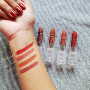 If you love the M.A.C Powder Kiss lipsticks as much as I do (or have not bitten the bullet due to the price tag), you have to check out my affordable dupe pick - @sunniesface Fluffmates ($12). These bullets glide on like a dream and have a soft matte finish to them. They are not 100% transfer proof but do wear for a good period of time. If you love the finish of a matte lipstick minus the dried down feel, these pout pops might be worth the addition to your collection.💋 . . .  #wakeupandmakeup #clozette #igsg #sgbeauty #sgbeautyblogger #igsgbeauty #discoverunder100k #makeuplover #fiercesociety #browngirlswhoblog #dailygirlsfeed #peachyqueenblog #livetinted #browngirlmagic #sunniesface #browngirlmakeup #browngirl #sgmua #browngirlbloggers #lipstick  #indiemakeup #indiebeauty