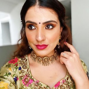 Happy Sunday Sunshines! I absolutely  love weddings for its festivities ( secretly i it's an opportunity to dress up.😂) I've been trying a different base routine and have been loving how well it holds up. Will be sharing that in a bit! Here are the product details from yesterday's look.  Products used: 🌸Base:@urbandecaycosmetics Naked Skin Foundation + @lauramercier Glow Setting Powder 🌸Eyeshadow: @natashadenona Eyeshadow palette in Sunset 🌸Blush: @narsissist Blush in Orgasm 🌸Highlight: @marcjacobsbeauty Omega Hi-light 🌸Lipstick: @lauramercier matte lipstick in Brave . . . #wakeupandmakeup #clozette #igsg #sgbeauty #sgbeautyblogger #igsgbeauty #discoverunder100k #eyeshadow #desiqueen #browngirlswhoblog #dailygirlsfeed #peachyqueenblog #livetinted #browngirlmagic #browngirlmakeup #motd #sgmua #browngirlbloggers #desimakeup #morphe #indiebeauty