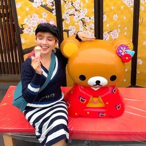Petting my cutest eye candy 🍭 at the Rilakkuma Cafe Kyoto Arashiyama ♥️😍👘