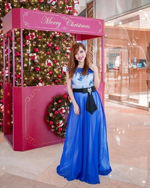 Feeling 💯 like a princess in this Blue Illusion Appliqué Floor Length Gown from @upstage.sg. Especially loving the ribbon 🎀 & gem 💎 details at the waist! 🤩👗 Perfect for any formal occasions! Input promo code  upon checkout to enjoy 15% off your first order, valid till 15 Jan 2019 only. #UpstageSG ships internationally too! #gowns #eveningwear #Partipost 📸: @lkzx / @lklenswork
