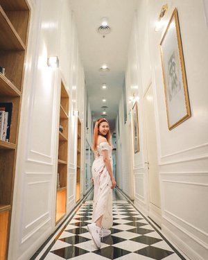 Let's walk into the palace 🏰  #NicoleYieOOTD #clozette #ootd