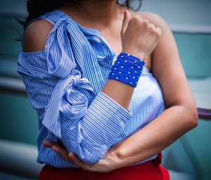 Summer Ready ☀️ with the most perfect arm candy @houseofsheens 💙😍 . . . This gorgeous cuff is available online at www.houseofsheens.com ✨. But make sure to use my code