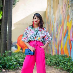 My feed had recently become so dark and moody! It was totally representing my mood with the move lol! But now that I'm totally feeling back to my usual self 😎 Get ready for a Colour Splash 💕❤️......#elyseandi #fashionstyling #abmstyle #abmlifeiscolorful #coloursplash