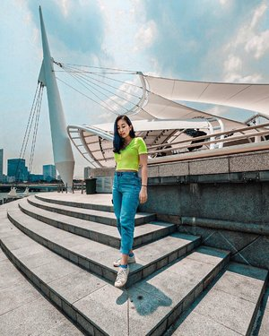 I swear I live in sneakers and jeans 🤪👟👖✨ . . . . #ootd #clozette #coordinatesoffrisbee #lookbook #lookbooksg #igers #igsg #sgblogger #fashionblogger 📷: @axdelwen