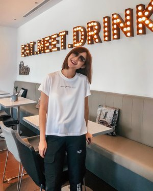 Pic 1.. or 2?  Blessed with all 3. ☺️ got to: EAT the delicious Truffle Fries and Seabass Meunière! MEET @kerynwai & @sherry! DRINK the must-try strawberry beetroot smoothie, avocado smoothie & cappuccino!! my day is complete 💯 ::: #clozette #ootd #fashiondiaries #lookbooksg #igsg #sgblogger #stylediaries #fashioninsider #sgfashion #ootdsg #styleinspo #ootdmagazine #ootdfashion #potd #stylexstyle #picoftheday #ootdfash #photooftheday #photodaily #bblogger #blogger #fashionista #style