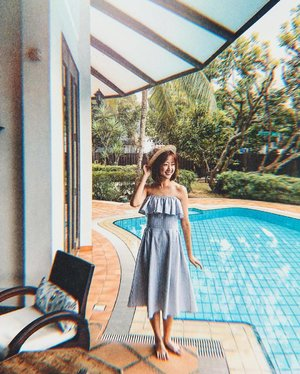 beating Monday blues with more hues of blues! 🤪 i love this midi dress from @joopboutique that you can wear it in so many ways! cart out  to enjoy $10 with min. $60 purchase when you shop at www.jovet.com.sg! ::: #clozette #joop #jovet #ootd #fashion diaries #mididress #lookbooksg #igsg #sgblogger #stylediaries #fashioninsider #sgfashion #ootdsg #styleinspo #ootdmagazine #ootdfashion #potd #stylexstyle #picottheday #ootdfash #photooftheday #offshoulder #midi #dress