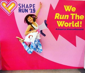 Guess who's running the world with me? @jacey_lyy 🥰 This is gonna be someone's virgin 5km 😁  Isn't this bag super über cute?! ➡️ definitely a great motivation to run😊  #shaperun #weruntheworld @shapesingapore #sgevents #singapore #angkukuehgirl #runsg #clozette #runnergirl