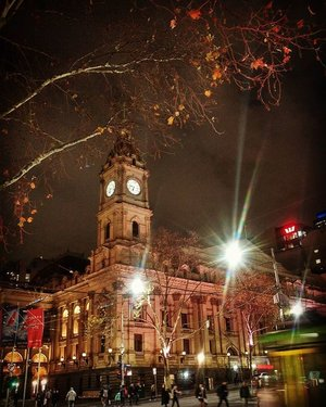 Been here so many times, and finally decided to take a photo of the city since I was waiting for pole class. Isn't this pretty?  #Xinlitravels #melbourne #wanderlust #travelgirl #travelgram #travelgirl #australia #clozette #downunder #winter #wintertravel #winterholiday #city #nightscape #exploreaustralia #visitaustralia
