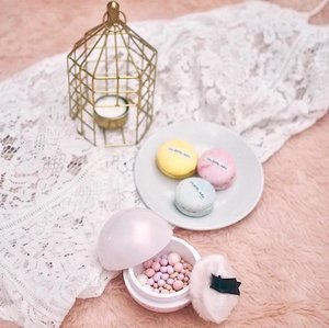 Welcoming spring with this sweet smelling @guerlainsg Météorites #HappyGlow 30 Years limited edition face powder pearls. This collection comes in a cute pearly pink packaging and really cute fluffy powder puff!  Available now at #guerlain. Hope you guys had a good weekend xx
