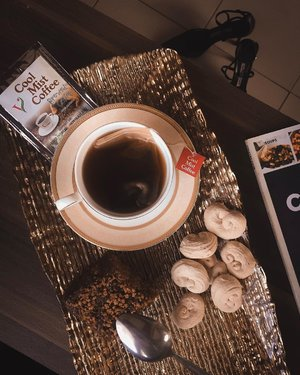 This is perfect way to spend a rainy day. Read a good book, watch a movie plus a brewed coffee dipped with Balicucha— an all natural, handmade meltable piece of aesthetically pulled Muscavado sugar that I got during my visit at Nueva Vizcaya Pasalubong Center. What a pretty treat from the @nuevavizcayatourism!