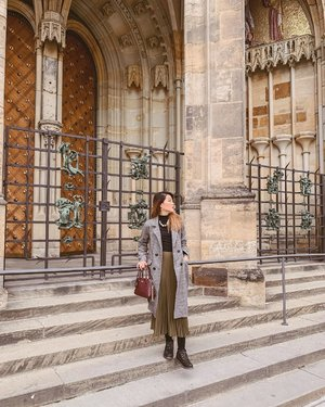 Getting lost in the beauty of #Prague. 🏛 . #ParadeofOOTD #ParadeofAdventures #hm #hmsg #Katespade #katespadesg #tiffanyandtomato #timberland #timberlandsg #clozette #ootd