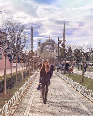 @Istanbul - This amazing city and its wonders. ✨ Love the breathtaking view of the #Sultanahmet (or #BlueMosque) behind me. This mosque was built in the early 1600s to reassert #Ottoman power. It's named Blue Mosque because hand-painted blue tiles adorn the mosque's interior walls. Apparently the mosque is bathed in blue at night, as lights frame the mosque's main/secondary dome and minarets. Unfortunately, it is currently undergoing restoration, hence I wasn't able to witness the full glory. Still a sight nonetheless. 🕌💙☪️ . #ParadeofAdventures #ParadeofOOTD #bluemosqueistanbul #istanbul #istanbulturkey #visitistanbul #visitturkey #clozette