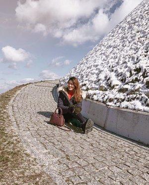 """When snow falls, nature listens."" - Antoinette Van Cleef. 🌨❄️☃️ . #ParadeofAdventures #clozette #krakow_gram #krakowoldtown #discoverunder100k #poland #poland🇵🇱 #polandisbeautiful #kosciuszko #kosciuszkomound #kraków"