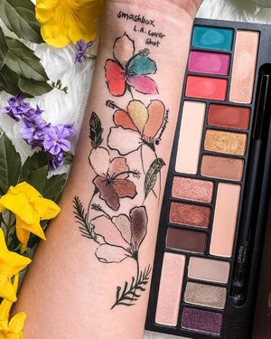 SHADES OF L.A. with @smashboxcosmetics. 💐 These 9 matte and 7 shimmer shades are inspired by the streets, sunsets and skyline of #LosAngeles. I wanted to talk about this because it is EXTREMELY pigmented and has a good range of neutrals to vibrant colours! 🌅 Enjoy the #ParadeofSwatches! You can find the palette on @sephorasg. . Swipe to see the names and full #makeuplook! . #swatchthis #swatches #swatchart #smashboxcosmetics #smashbox #sephora #sephorasg #clozette