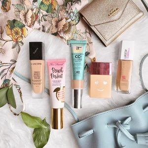 I live for liquid foundation but it's not easy to find one that's suitable for our tropical climate. Here are my top 5 MATTE foundation picks I can't live without: • @lancomeofficial Teint Idole Ultra Wear Foundation - THE BEST luxury matte foundation I had so far because of its high coverage and lasting powers on my skin. It melts into my skin like second skin BUT I'm not too huge a fan of its floral fragrance... • @toofaced Peach Perfect Comfort Matte Foundation - I know this isn't really well liked by people living in seasonal climates BUT it's a DREAM to have here! It keeps my complexion looking good and doesn't melt off my skin. Plus, it has a sweet peach scent I love. • @itcosmetics CC+ Oil-free Matte - I wear this the most because it's easy to slab on and go. Blends into the skin seamlessly and makes my skin looks naturally beautiful and smooth. • @benefitcosmetics Hello Happy Soft Blue Foundation - my go-to if I need go head out and run errands only. Has a light coverage and soft blurring effect that makes you look like you went out bare-faced but still looking good. • @maybelline Superstay Full Coverage Foundation - my drugstore holy grail! It has coverage, lasts the entire day but oxidises on me really badly so I always opt for 1-2 shades lighter. . What about you? What are your top matte foundation picks? 👌🏼 . #makeupmess #foundationroutine #mattefoundation #clozette #discoverunder100k