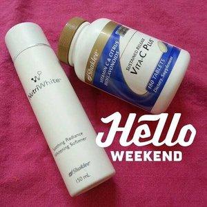 Hello weekend !! . Pagi pagi ni try masker soothing + vitamin C memang BEST. Rasa kulit muka moist, bersih gitew 😍😍😍 . Kalau korang nak dapatkan set kulit cantik bombastik ni sila la p ke IG . @maryamzulaikha @maryamzulaikha @maryamzulaikha @maryamzulaikha . BESTNYERRR !! Rasa  nak pakai hari hari jekk masker ni 😄😄😄 #ainulmustafaigreview #masker #kulitcantik #masker #beauty #starclozetter #clozette #bloggerbabes #beautyblogger