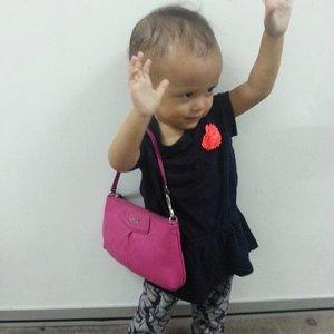 Bye bye.. maryam nak p shopping 😍 #arianamaryam #shopping #kids #baby #coach #model #fashionblogger #clozette #starclozetter